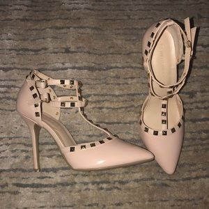 Gorgeous nude high heels! Only worn ONCE !
